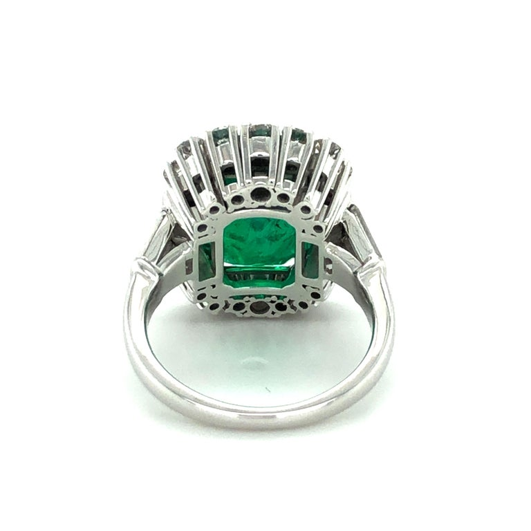 7.03 Carat Colombian Emerald and Diamond Ring in 18 Karat White Gold In Excellent Condition For Sale In Lucerne, CH