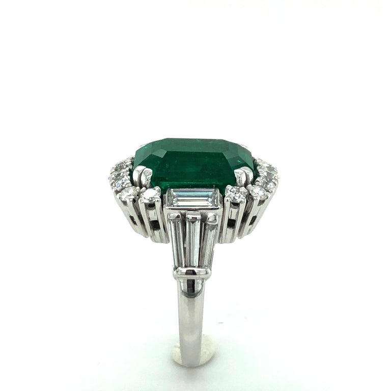 7.03 Carat Colombian Emerald and Diamond Ring in 18 Karat White Gold For Sale 2