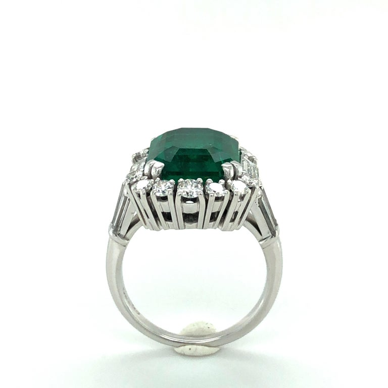 7.03 Carat Colombian Emerald and Diamond Ring in 18 Karat White Gold For Sale 3