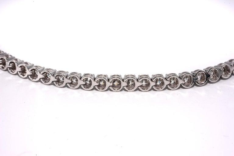 Contemporary 7.50 Carat Diamond Line Tennis Bracelet, in 18 Karat White Gold For Sale