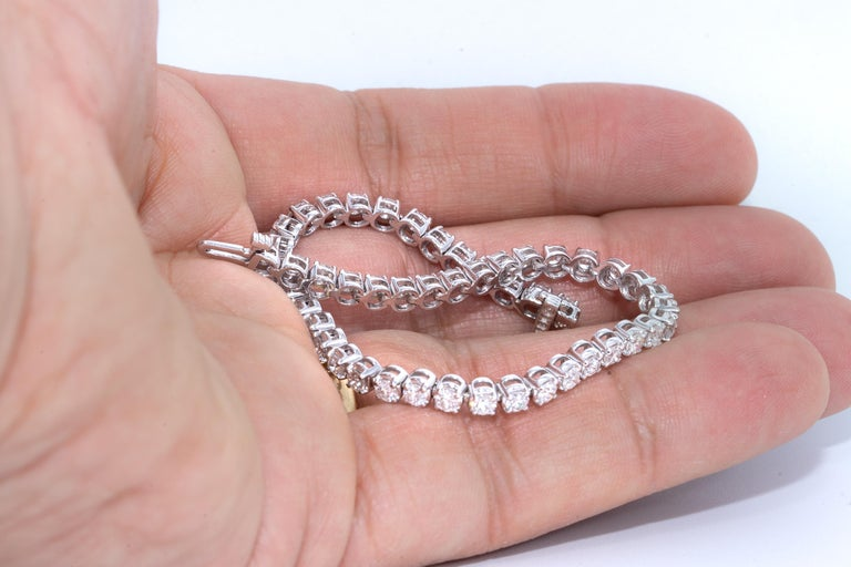7.05 Carat Diamond Line Tennis Bracelet, in 18 Karat Gold In New Condition For Sale In New York, NY
