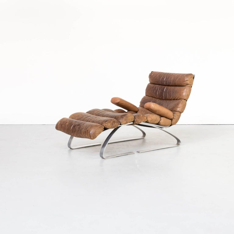 This sinus leather lounge chair was designed by Reinhold Adolf and Hans-Jürgen Schräpfer in 1976 for COR, Germany. The chair is part of the sinus/swing collection, a series characterized by swinging spring steel rockers with upholstery as unusual as