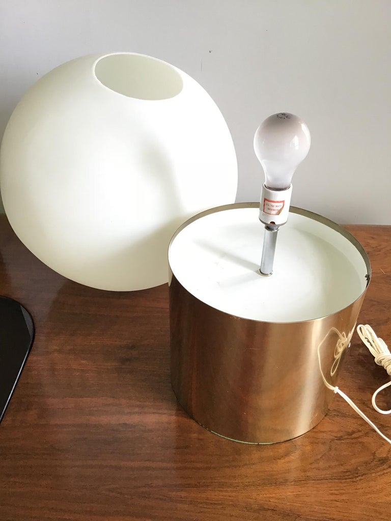 1970s Attribute Sonneman Large Globe Lamp In Good Condition For Sale In Tulsa, OK