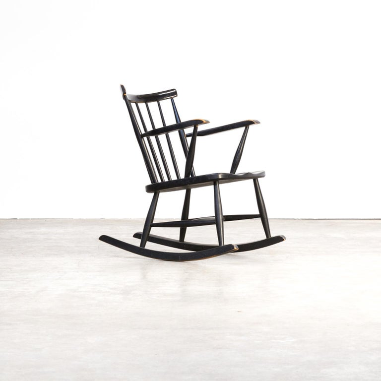 1970s Black Lacquered Wooden Rocking Chair In Good Condition For Sale In Amstelveen, Noord