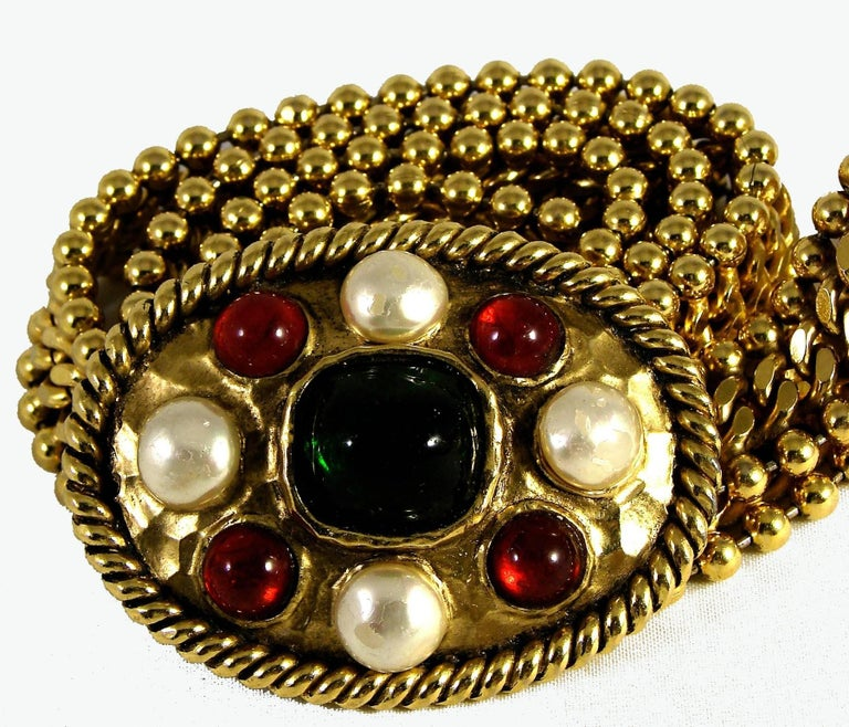 Women's 70s Chanel Byzantine Chain Belt with Faux Pearl Red Green Poured Glass Buckle M For Sale