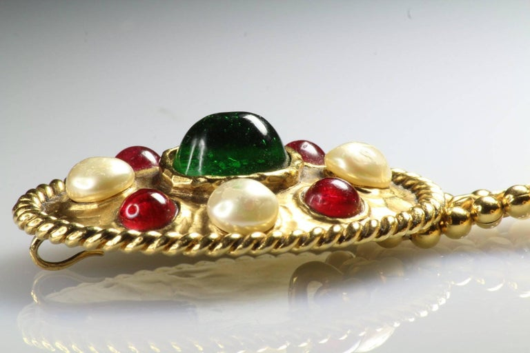 70s Chanel Byzantine Chain Belt with Faux Pearl Red Green Poured Glass Buckle M For Sale 4