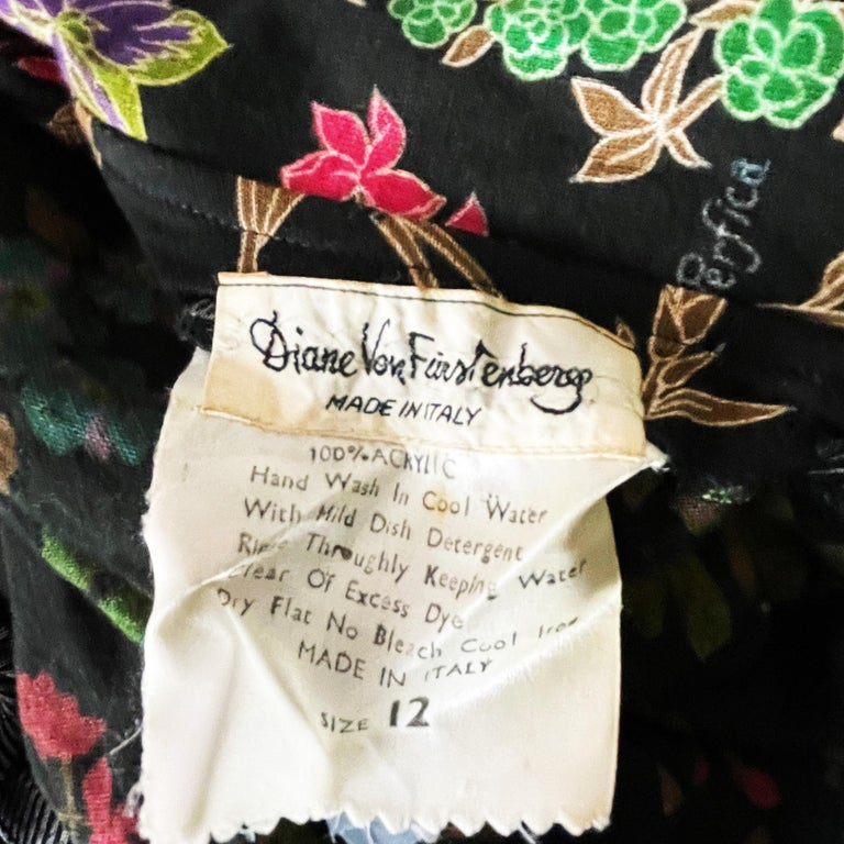 70s Diane Von Furstenberg Blouse and Pants Set Floral Jersey Sz 12 For Sale 4