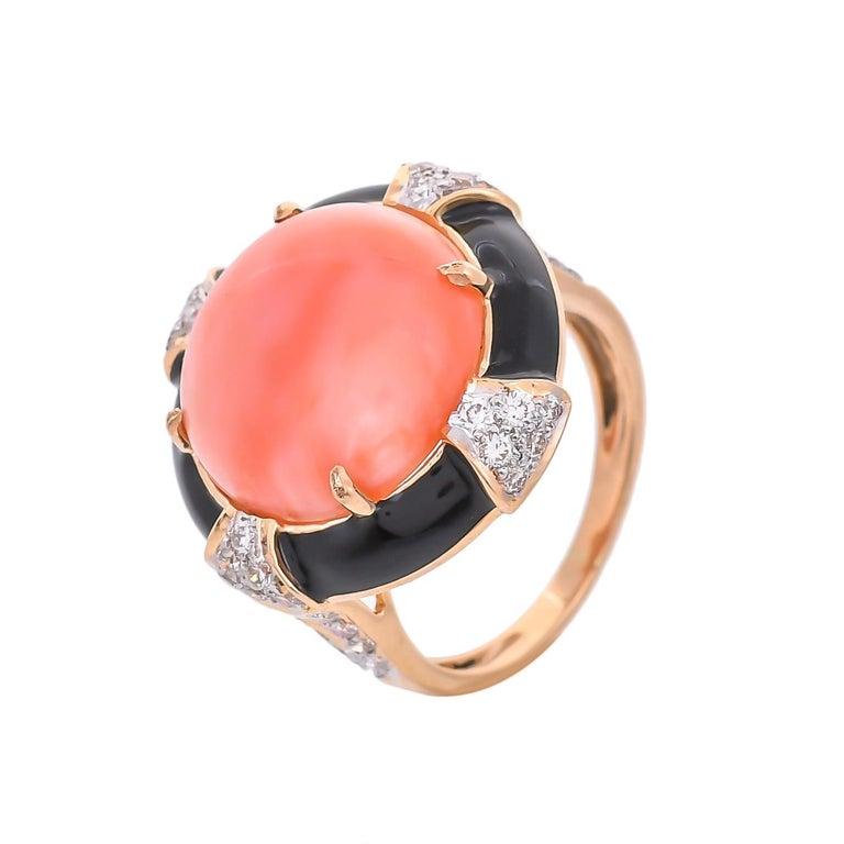 Contemporary 7.14 Carat Coral Diamond Black Enamel 18 Karat Yellow Gold Ring For Sale