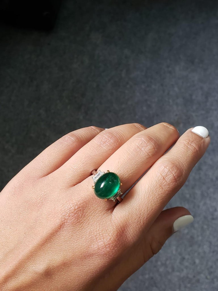 7.17 Carat Emerald Cabochon and Diamond Three-Stone Ring For Sale 1