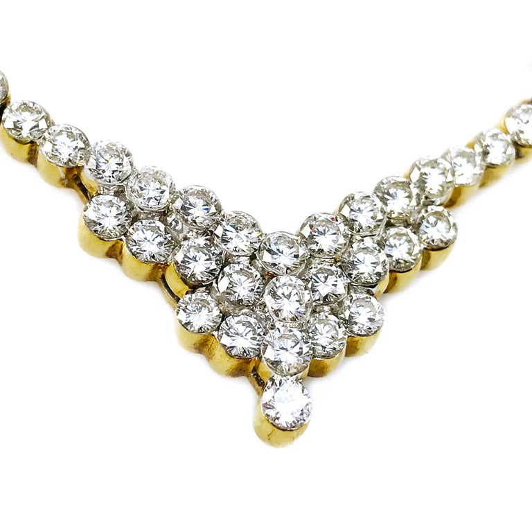 Contemporary 7.20 Carat Two-Tone Diamond Necklace For Sale