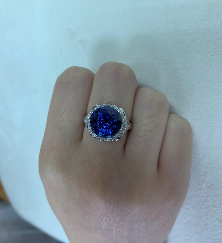 7.4 Carat Tanzanite and White Diamond Ring in 18 Karat White Gold In New Condition For Sale In Hong Kong, Kowloon