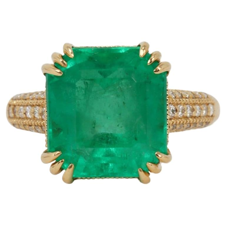 7.42tcw 18K Colombian Emerald & Diamond Accent Statement Ring