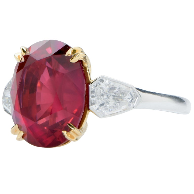 7.47 Carat GRS Graded No Heat Pigeon's Blood Mozambique Ruby and Diamond Ring In New Condition For Sale In Coral Gables, FL