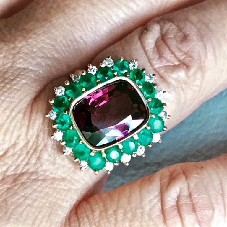 Cushion Cut 7.55 Carat Fine Spinel Emerald Diamond Cocktail Ring 18 Karart For Sale