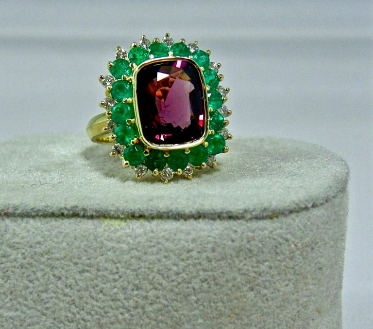 7.55 Carat Fine Spinel Emerald Diamond Cocktail Ring 18 Karart In New Condition For Sale In Brunswick, ME