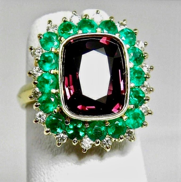 Contemporary 7.55 Carat Fine Spinel Emerald Diamond Cocktail Ring 18 Karart For Sale