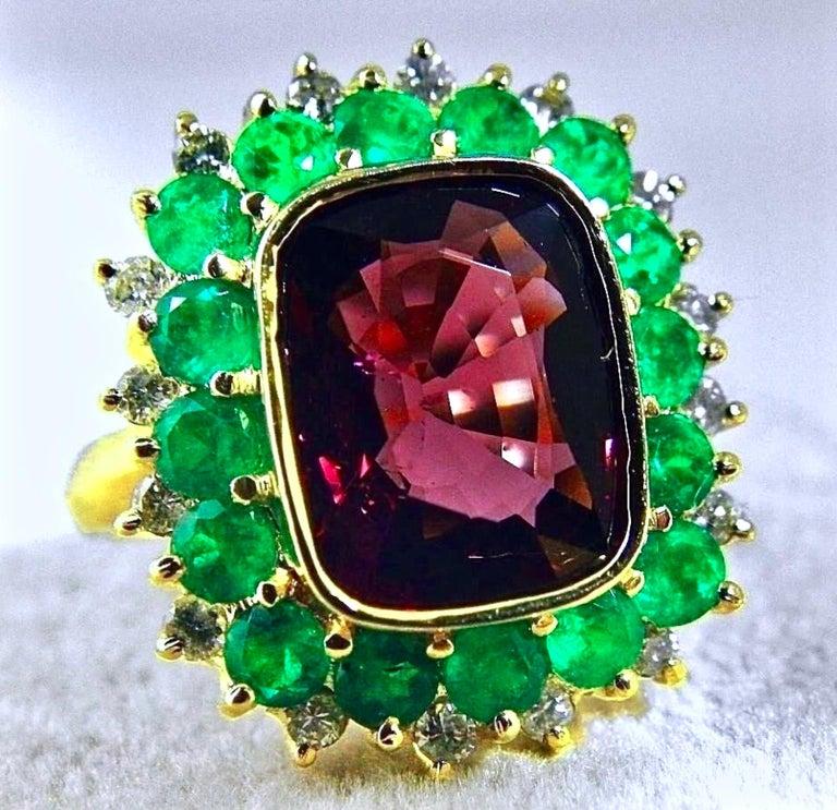7.55 Carat Fine Spinel Emerald Diamond Cocktail Ring 18 Karart For Sale 2