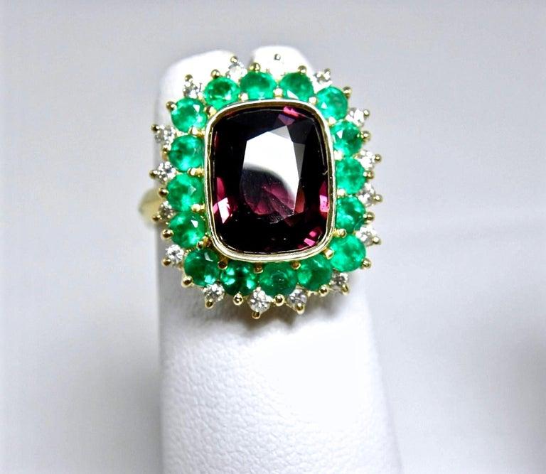 Women's 7.55 Carat Fine Spinel Emerald Diamond Cocktail Ring 18 Karart For Sale