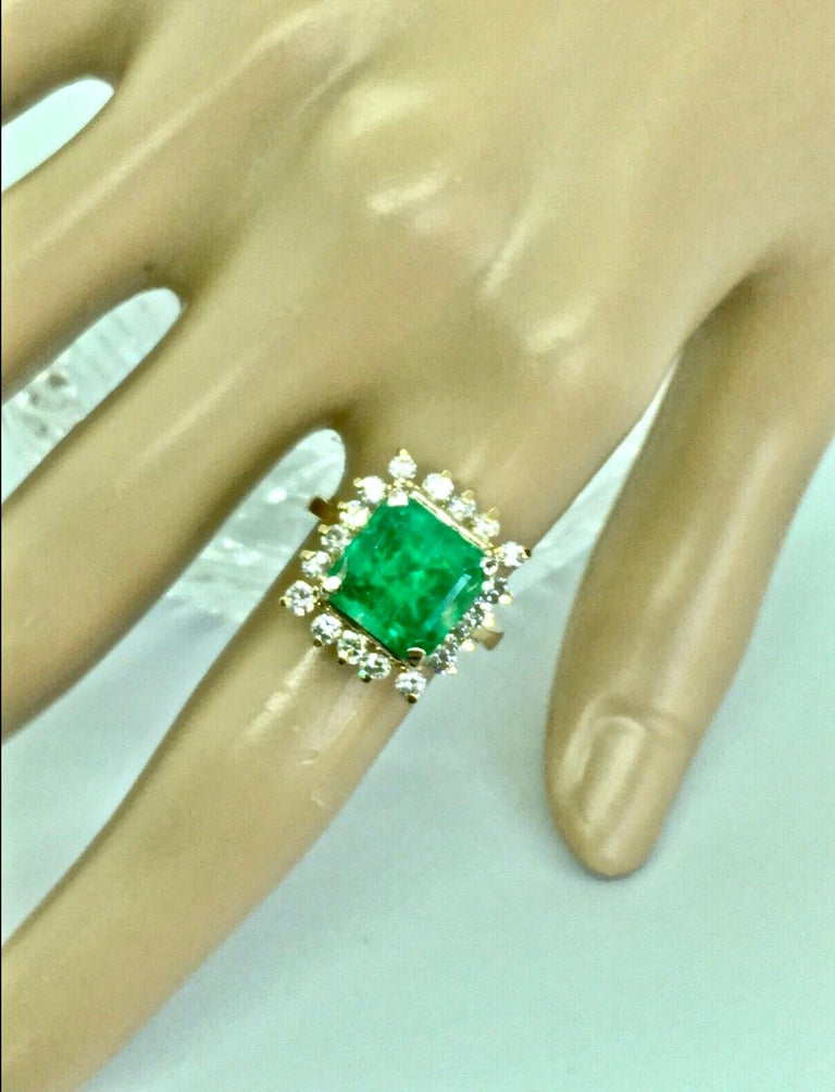7.60 Carat Natural Colombian Emerald and Diamond Ring For Sale 2
