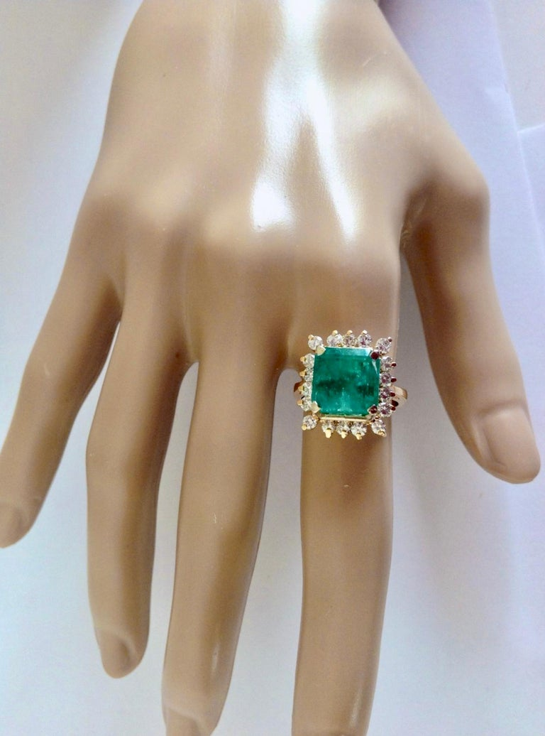 Art Deco 7.60 Carat Natural Colombian Emerald and Diamond Ring For Sale