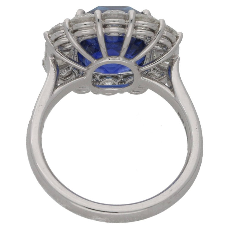 7.62 Carat Sapphire Diamond Cluster Ring In Excellent Condition For Sale In London, GB