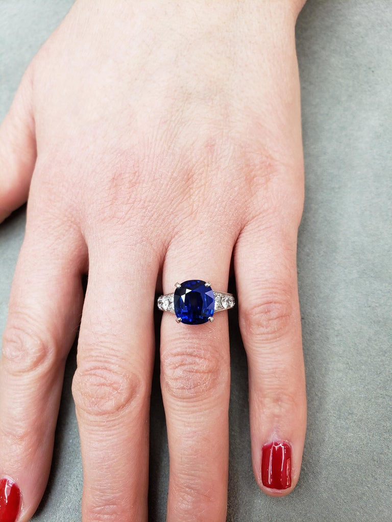 7.66 Carat Blue Sapphire and Diamond Graduating Pave Engagement Ring In New Condition For Sale In New York, NY