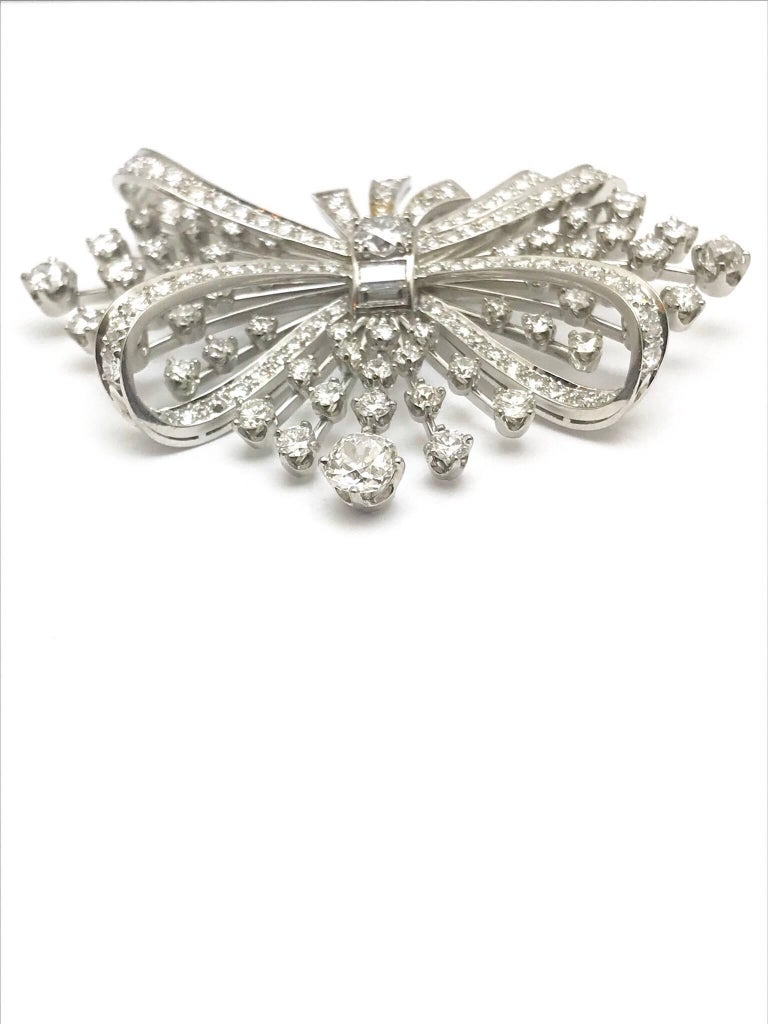 Art Deco 7.67 Carat Round and Baguette Diamond Platinum Spray Bow Brooch For Sale