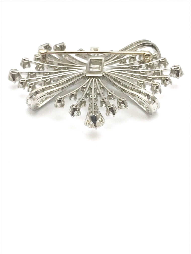 7.67 Carat Round and Baguette Diamond Platinum Spray Bow Brooch In Excellent Condition For Sale In Washington, DC