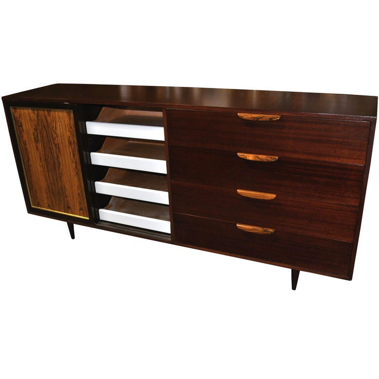 Vintage Rosewood Mahogany Harvey Probber Credenza In Good Condition For Sale In Pasadena, TX