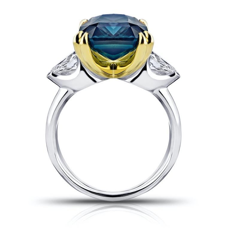 Contemporary 7.70 Carat Radiant Cut Green Sapphire and Diamond Ring For Sale