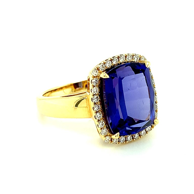 7.70 Carat Tanzanite Cushion, Diamond Halo Yellow Gold Cocktail Ring In New Condition For Sale In Los Angeles, CA