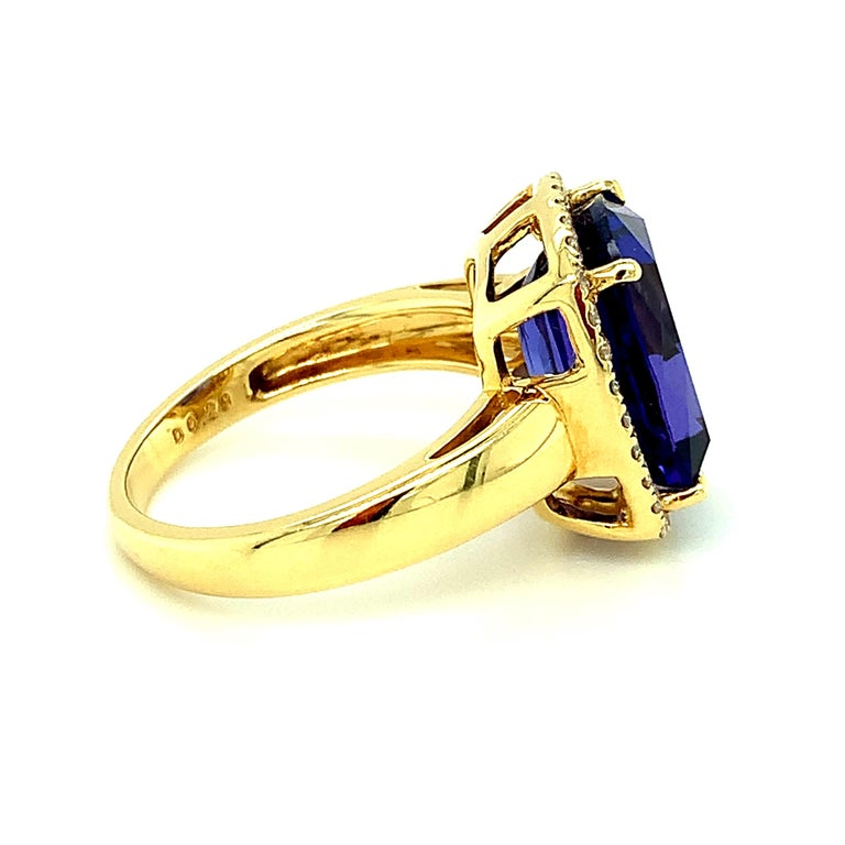 7.70 Carat Tanzanite Cushion, Diamond Halo Yellow Gold Cocktail Ring For Sale 2