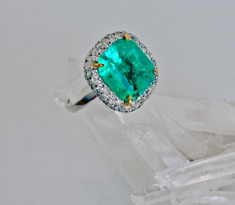 Women's 7.73 Carat Certified Fine Natural Colombian Emerald and Diamond 18K Ring For Sale