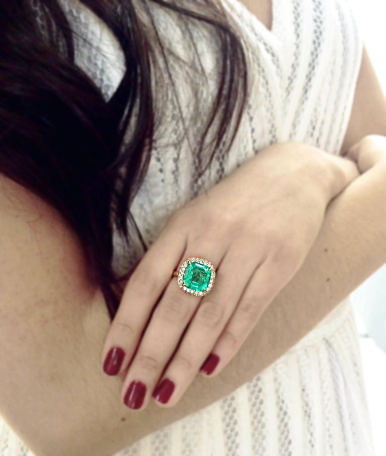 7.73 Carat Certified Fine Natural Colombian Emerald and Diamond 18K Ring For Sale 2