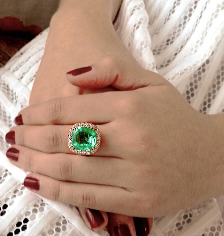 7.73 Carat Certified Fine Natural Colombian Emerald and Diamond 18K Ring For Sale 4
