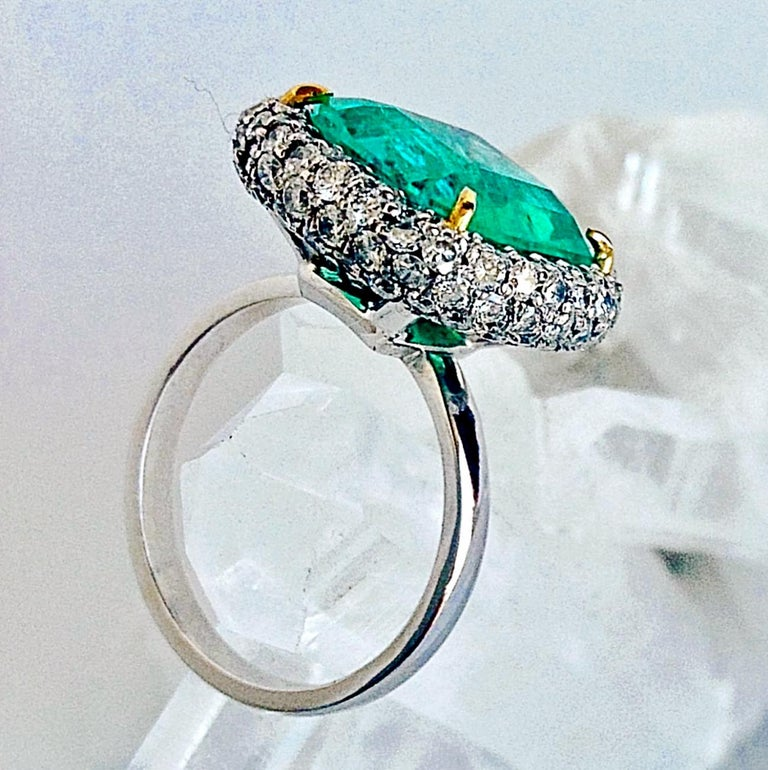 7.73 Carat Certified Fine Natural Colombian Emerald and Diamond 18K Ring For Sale 1