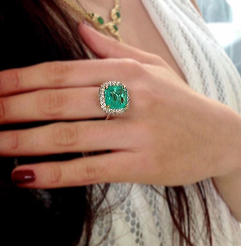 Emerald Cut 7.73 Carat Certified Fine Natural Colombian Emerald and Diamond 18K Ring For Sale