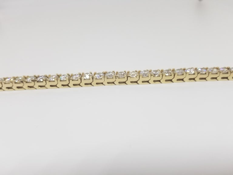 A quality tennis bracelet, containing 42 pcs of round-brilliant cut diamonds. set on 14k yellow gold. each stone is set in a classic four-prong style for maximum light brilliance. 7 inch length.