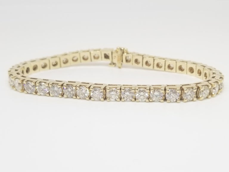 7.85 Carat Round Brilliant Cut Diamond Tennis Bracelet 14 Karat Yellow Gold In Excellent Condition For Sale In New York, NY
