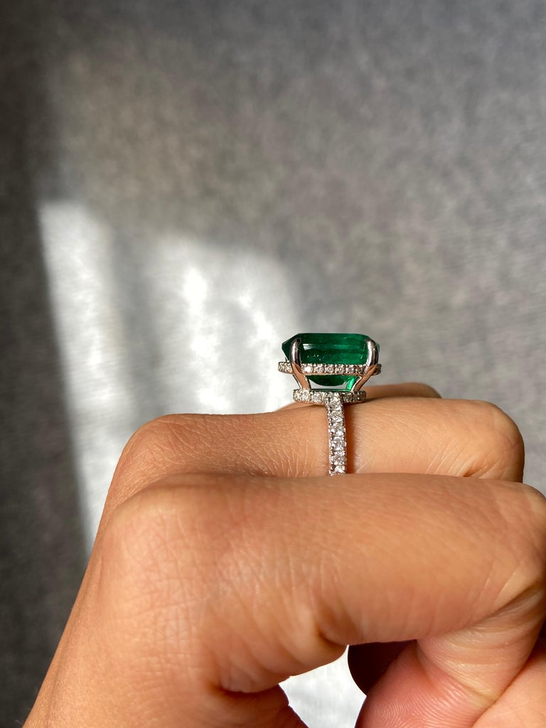 7.87 Carat Oval Emerald and Diamond Engagement Ring For Sale 1