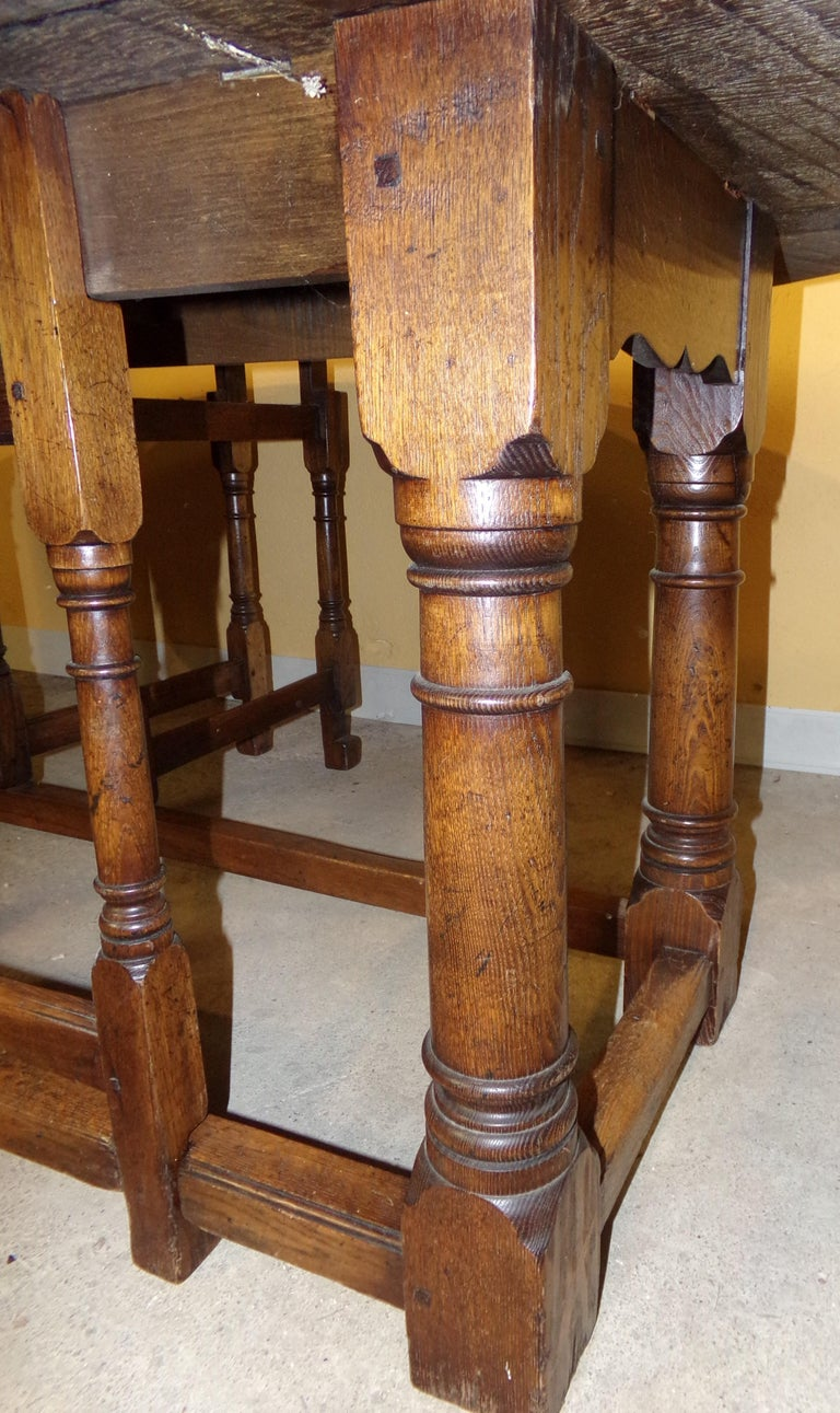 8-10 Seater Oval English Gateleg Table in Oak In Good Condition For Sale In London, GB
