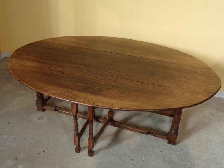 Mid-20th Century 8-10 Seater Oval English Gateleg Table in Oak For Sale