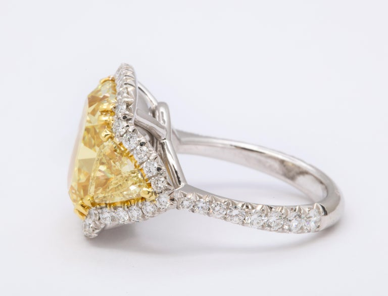 8 Carat GIA Certified Fancy Yellow Diamond Ring In New Condition For Sale In New York, NY