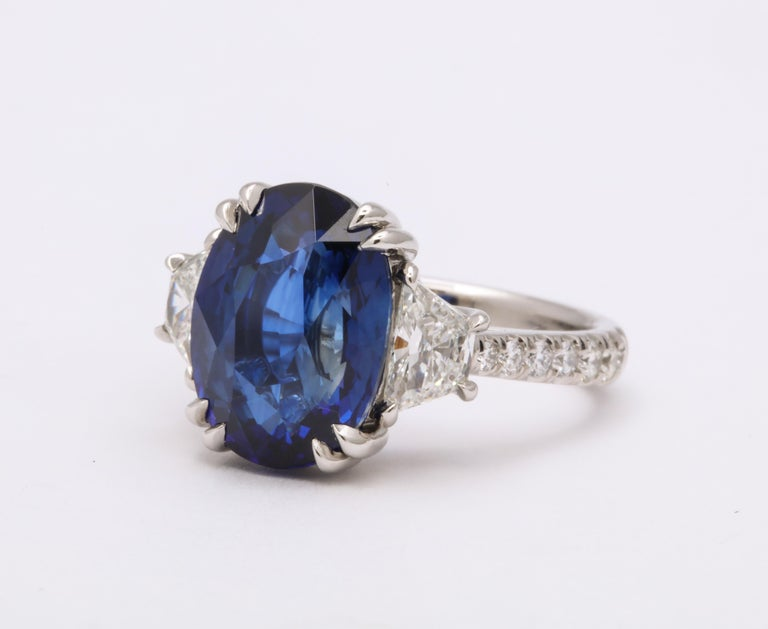 8 Carat Vivid Blue Sapphire and Diamond Ring In New Condition For Sale In New York, NY