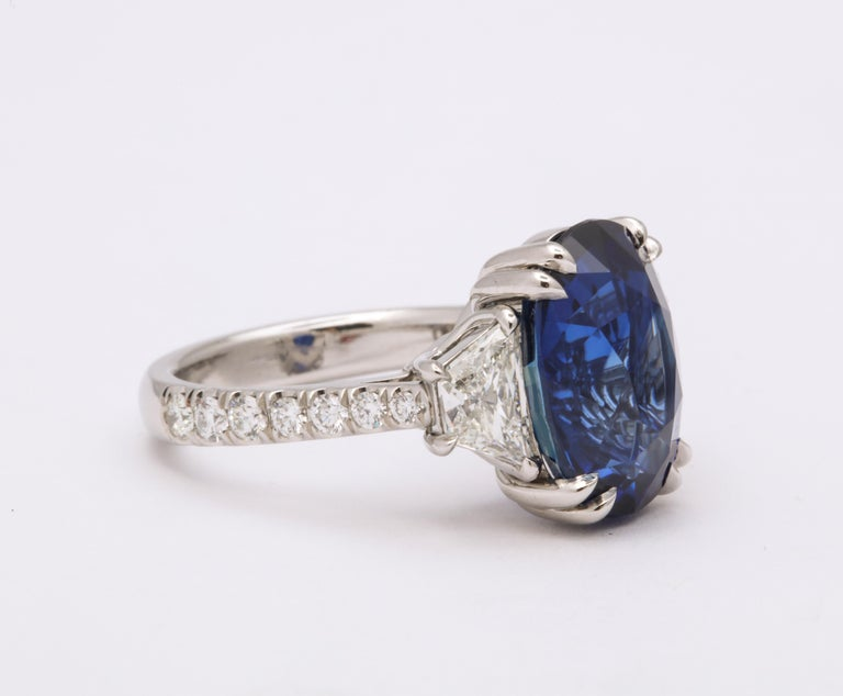 Women's or Men's 8 Carat Vivid Blue Sapphire and Diamond Ring For Sale