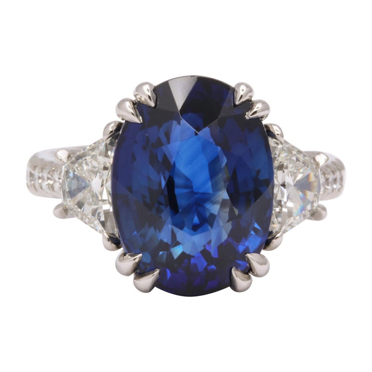 8 Carat Vivid Blue Sapphire and Diamond Ring For Sale