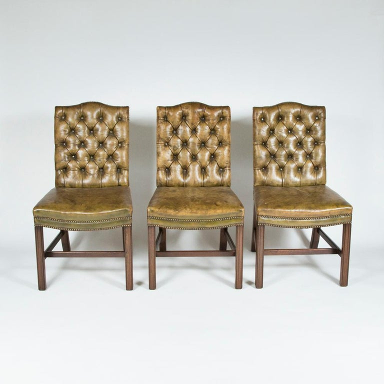 English 8 Dining Chairs with Leather Button Backs, 2 Carvers and 6 Standard Chairs For Sale