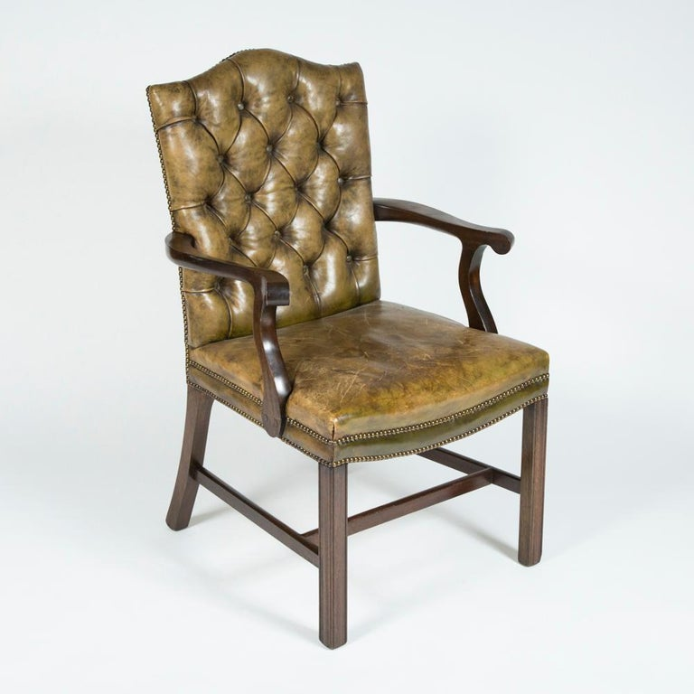 20th Century 8 Dining Chairs with Leather Button Backs, 2 Carvers and 6 Standard Chairs For Sale