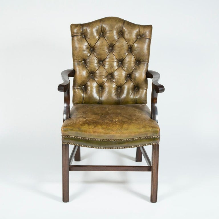 Mahogany 8 Dining Chairs with Leather Button Backs, 2 Carvers and 6 Standard Chairs For Sale