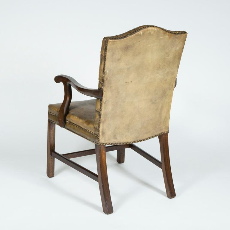 8 Dining Chairs with Leather Button Backs, 2 Carvers and 6 Standard Chairs For Sale 2